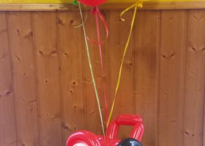 Cars con globos de colores.