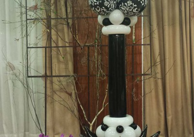 Columna elegance en blanco y negro.