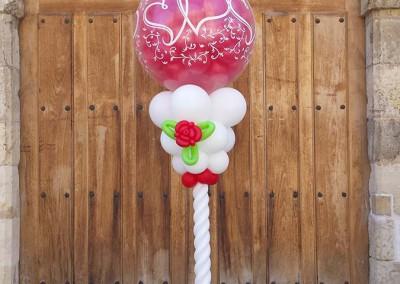Columna explosiva con rosas para boda.