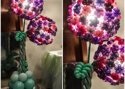 Columna luminosa de flores.