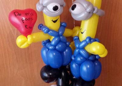 Minions con burbuja de enamorados.