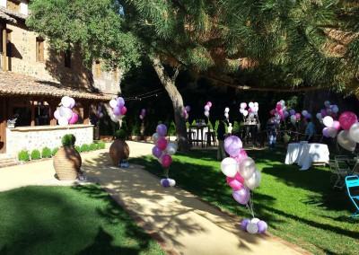 Suelta de globos y centros de decoración para boda.