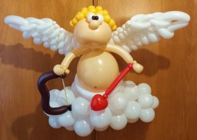 Cupido en su nube para San Valentín.